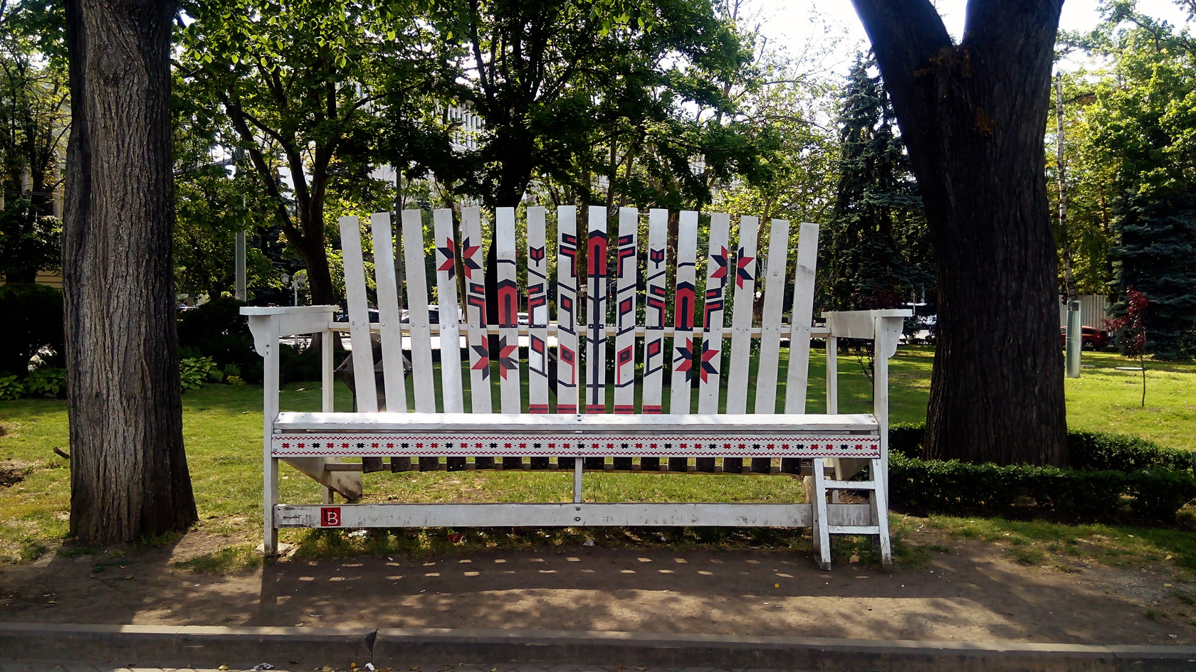 06-big white bench chisinau